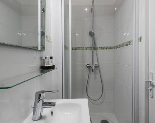 Salle de bain en chambre d'hôtel
